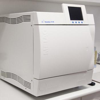 Sterilisator für Zahnarzt-Besteck; weißes elektronisches Gerät